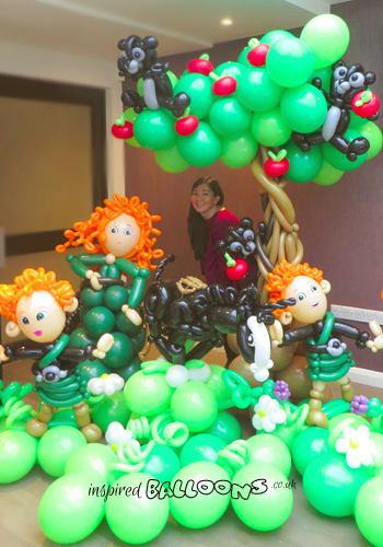 Brave balloon scene featuring Merida, her brothers and Angus the shire horse