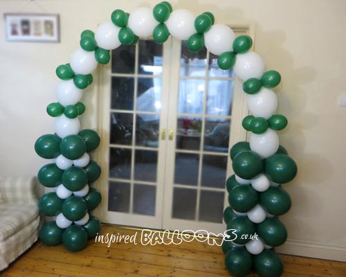 Linking balloon arch