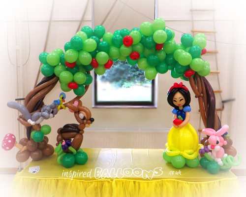 Snow White balloon table arch